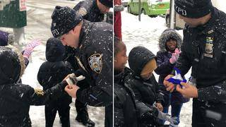 NYPD Officers Buy Winter Gloves for Kids Having Snowball Fight Without&hellip&#x3b;