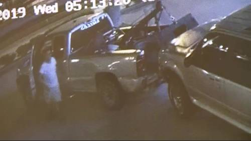 Thief uses tow truck to steal vehicle outside doctor's office in southeast Houston
