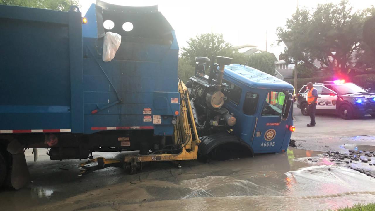truck falls in sinkhole in montrose 110518