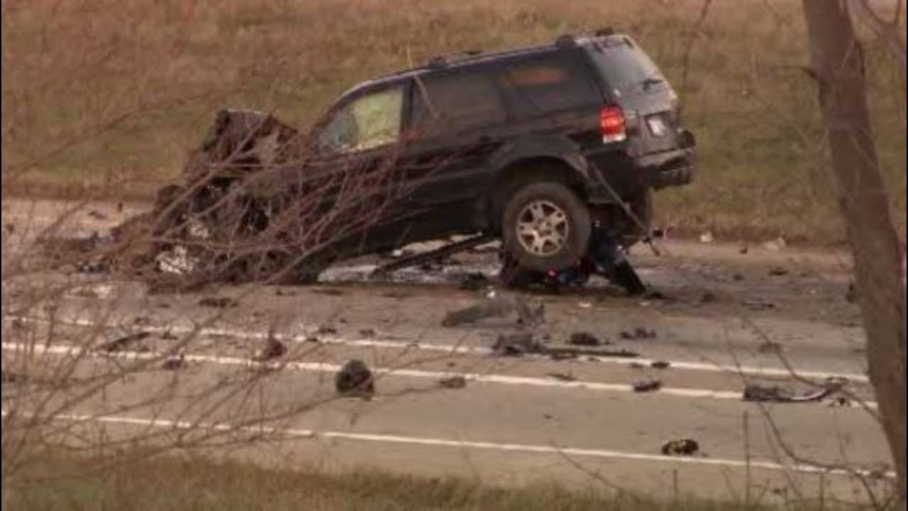 Escape in fatal crash on I94 Oakwood with motorcycles_36341300