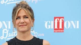 Jennifer Aniston's plane loses a tire, somehow Jimmy Kimmel