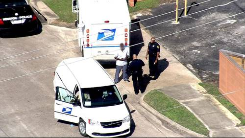 Crossing guard, mailman witness shooting that injured 2 near southeast Houston school