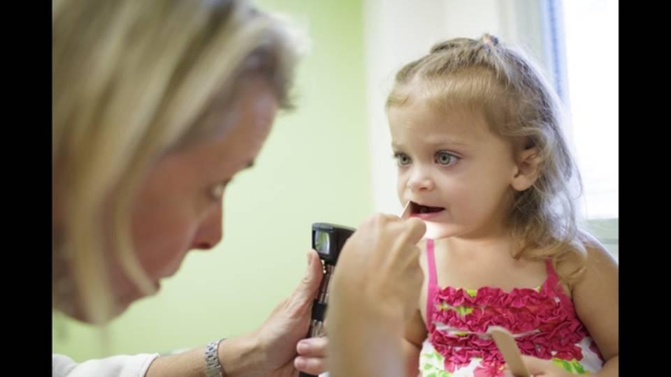 Kids-getting-dental-care.jpg_28115430