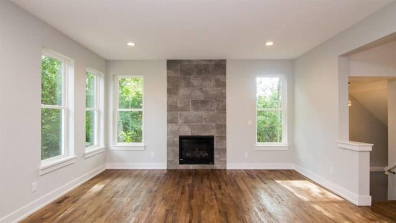 1886 Miller Ave living room