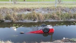 Driver OK after car crashes into Pembroke Pines canal
