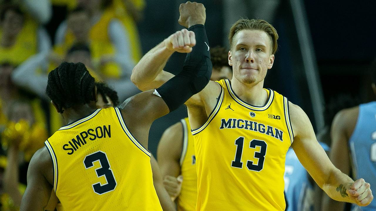 Ignas Brazdeikis and Zavier Simpson Michigan basketball vs North Carolina 2018