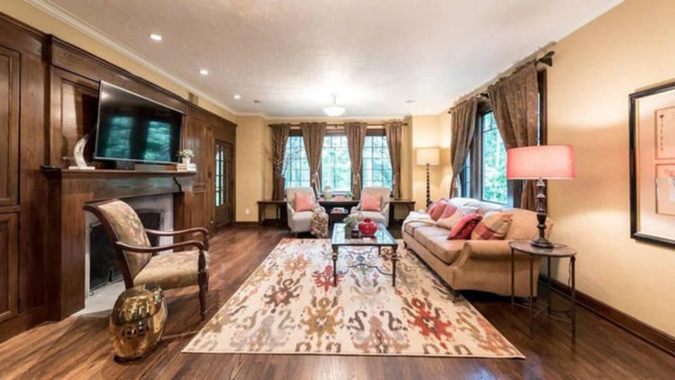 2204 Lafayette Rd living room