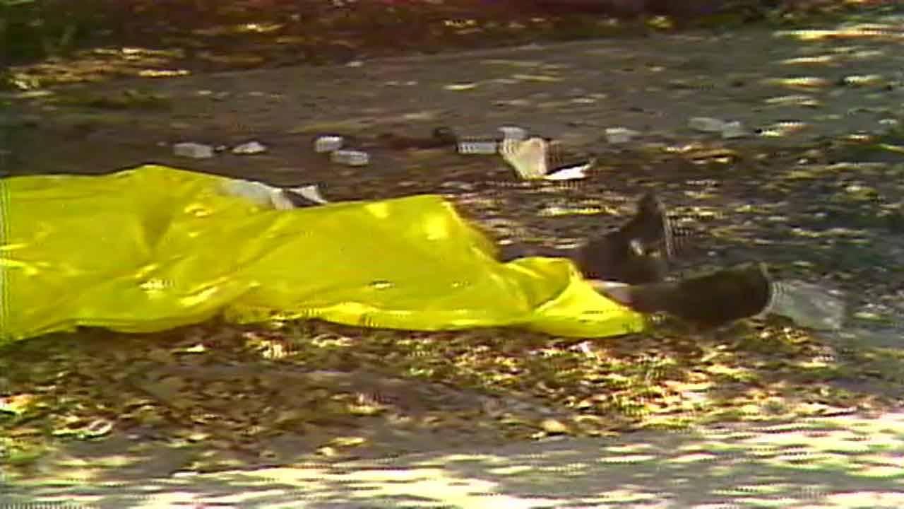 Feet of FBI agent sticking out of yellow tarp after 1986 Suniland FBI shootout