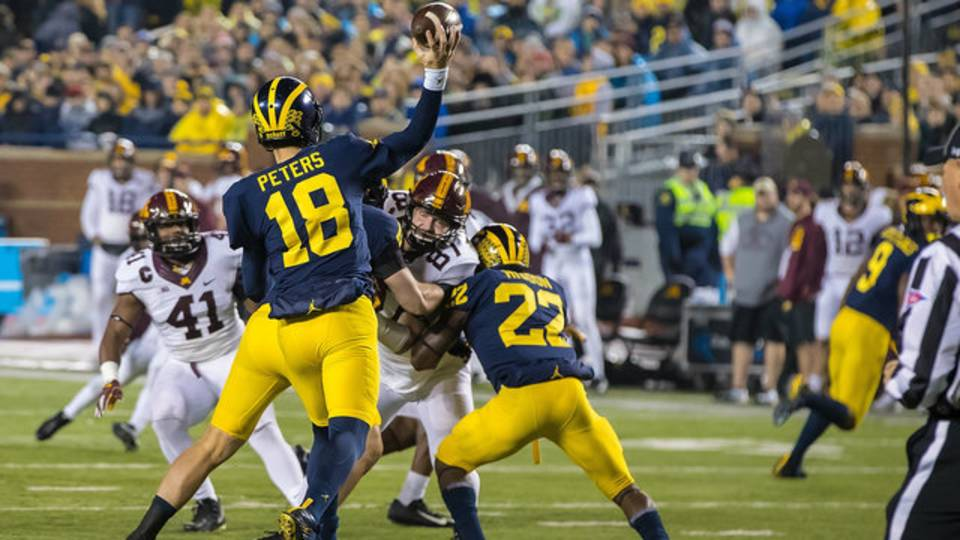 Brandon Peters first pass as starter Michigan football vs Minnesota 2017_1510856821098.jpg