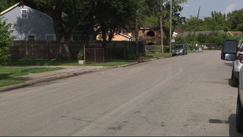 Houston police target wrong house while looking for wanted felon