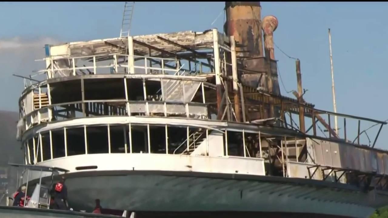 Fire destroys Boblo boat on Detroit River20180706211604.jpg