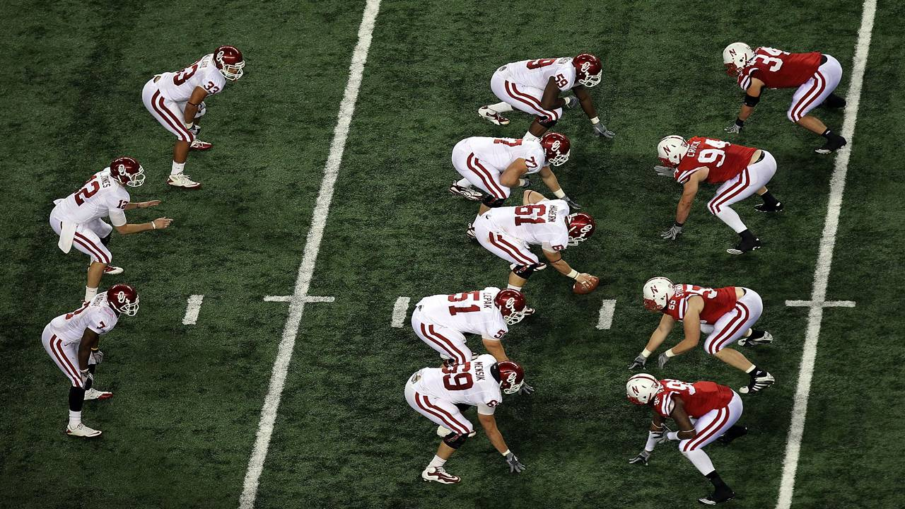 Oklahoma Sooners offense lines up vs Nebraska Cornhuskers defense 2010