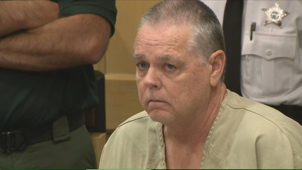 Scot Peterson stares in court, June 6, 2019