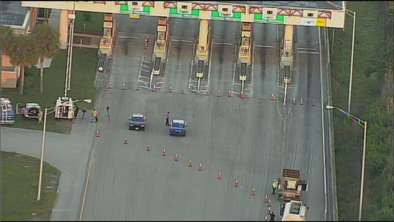 Sky 10 above Alligator Alley toll plaza blocked off