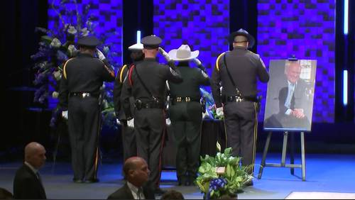 Kemah police chief Chris Reed honored with 21-gun salute, procession