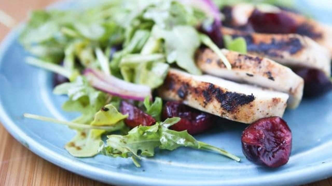 Grilled-Chicken-Arugula-Cherry-Salad-640x410_1542982657186.jpg