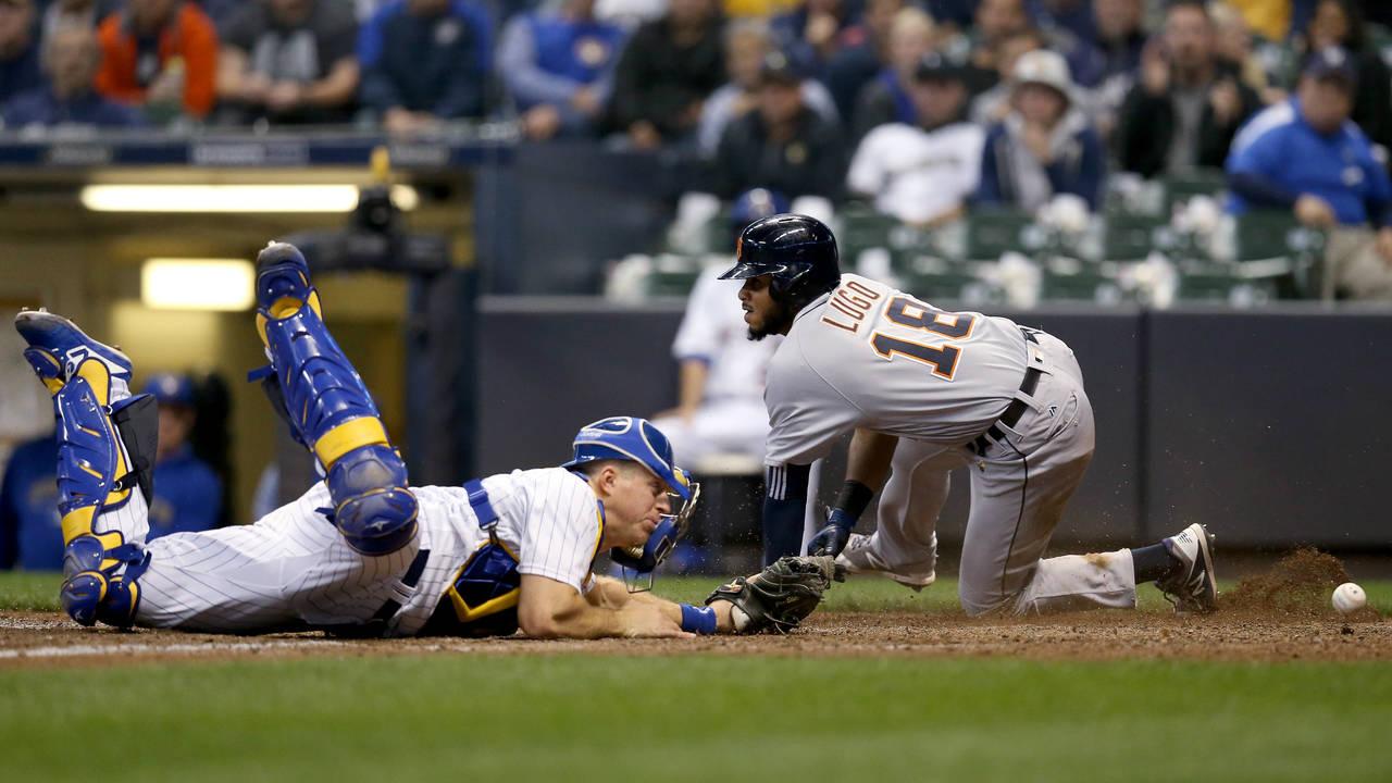 Dawel Lugo slide Detroit Tigers vs Brewers 2018