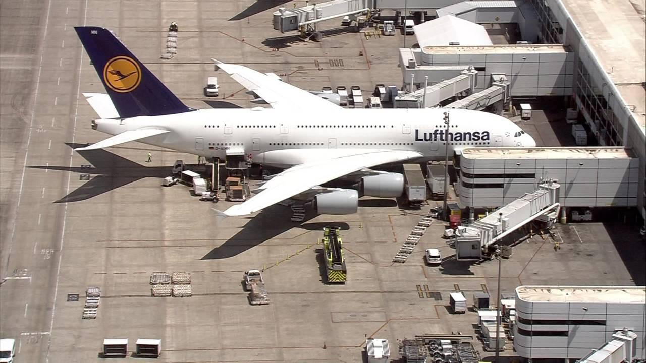 Lufthansa plane germany to houston passenger dead