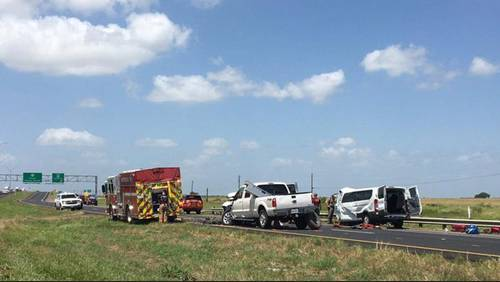 5 family members, including 2 children, killed in 3-vehicle crash on 59 southbound, near Victoria