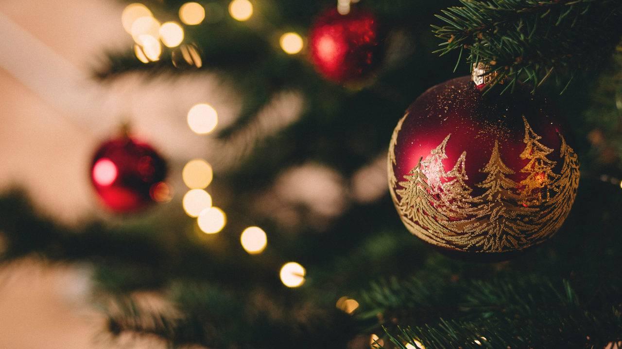 Detroit-area radio station 100.3 WNIC flips the switch to Christmas music