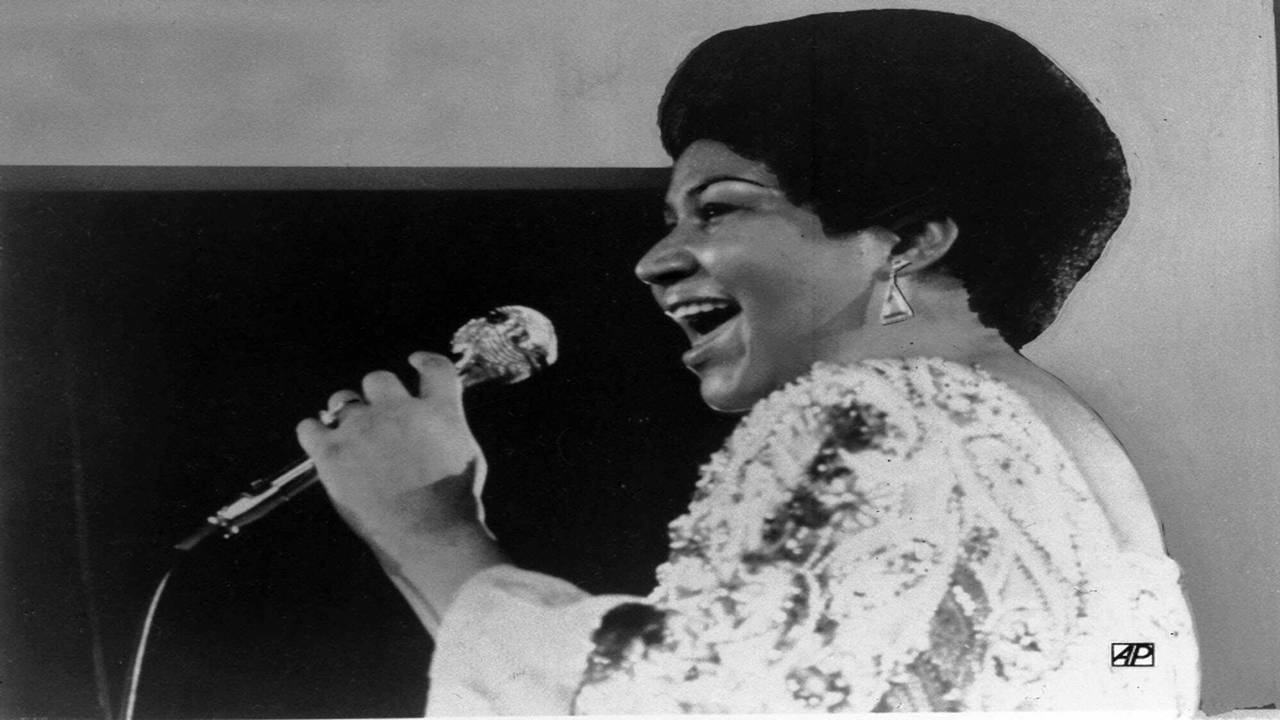 Aretha Franklin sings in 1972