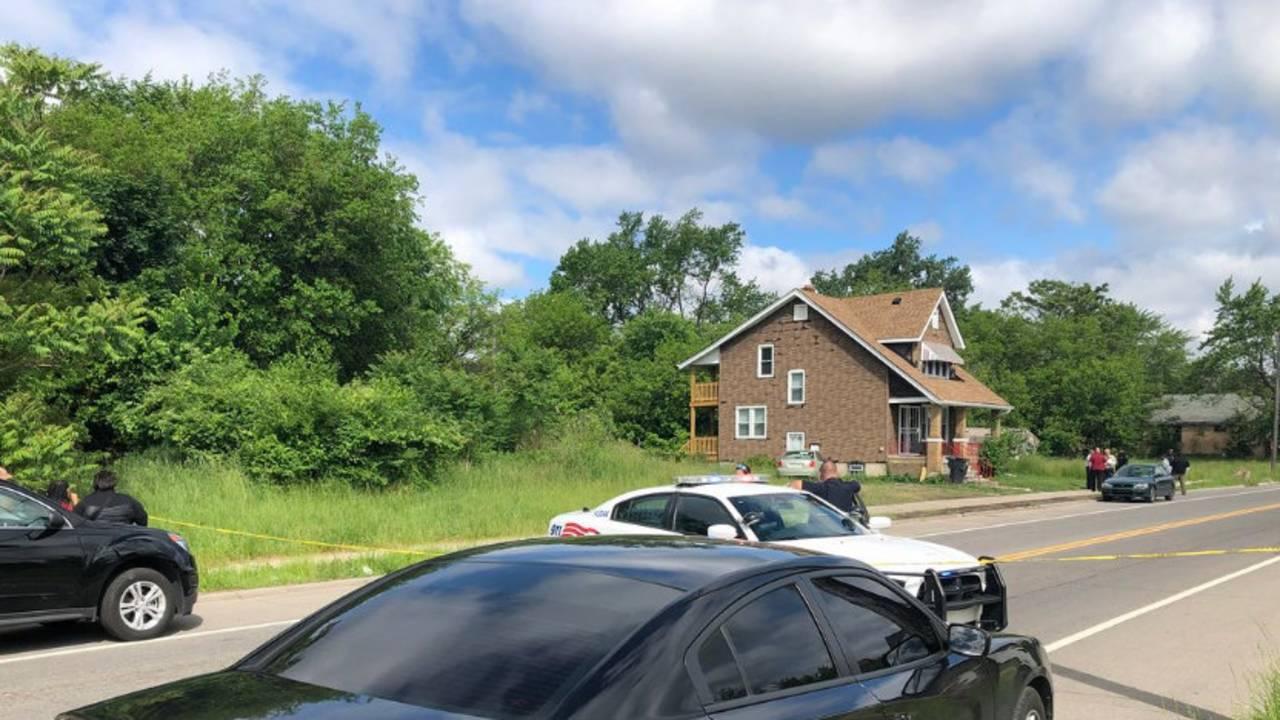 man shot chalmers street home detroit_1528125962829.jpg.jpg