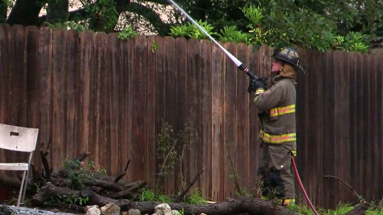 quail oak street house fire san antonio firefighter