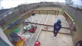 VIDEO: Trio kicks in door in NE Bexar County home invasion