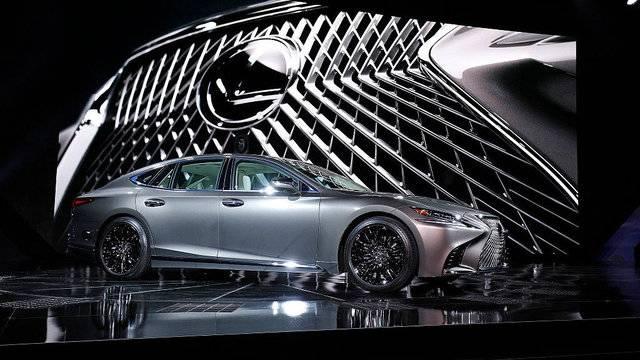 Lexus-LS-011117.jpg