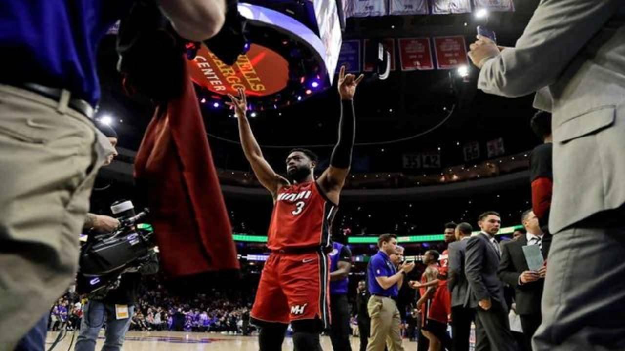 Dwyane Wade acknowledges crowd in Philadelphia, Feb. 21, 2019
