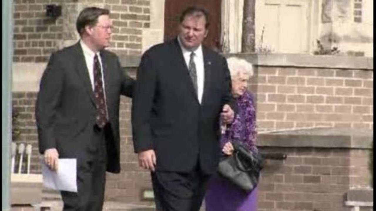 Bob Bashara at funeral _8573004