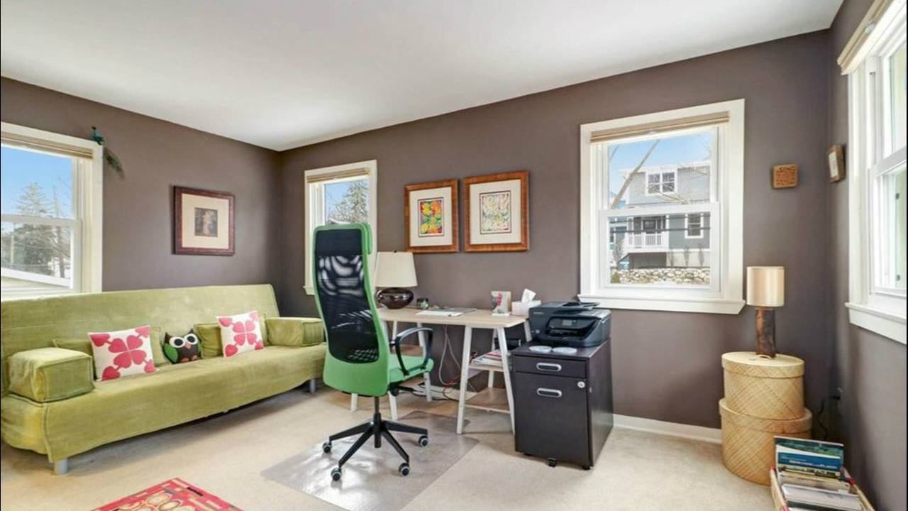 509 N Ashley St bedroom