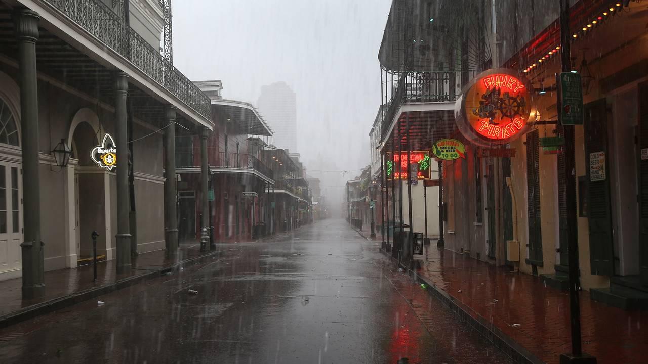 New Orleans rain, Bourbon Street-75042528.jpg31433191