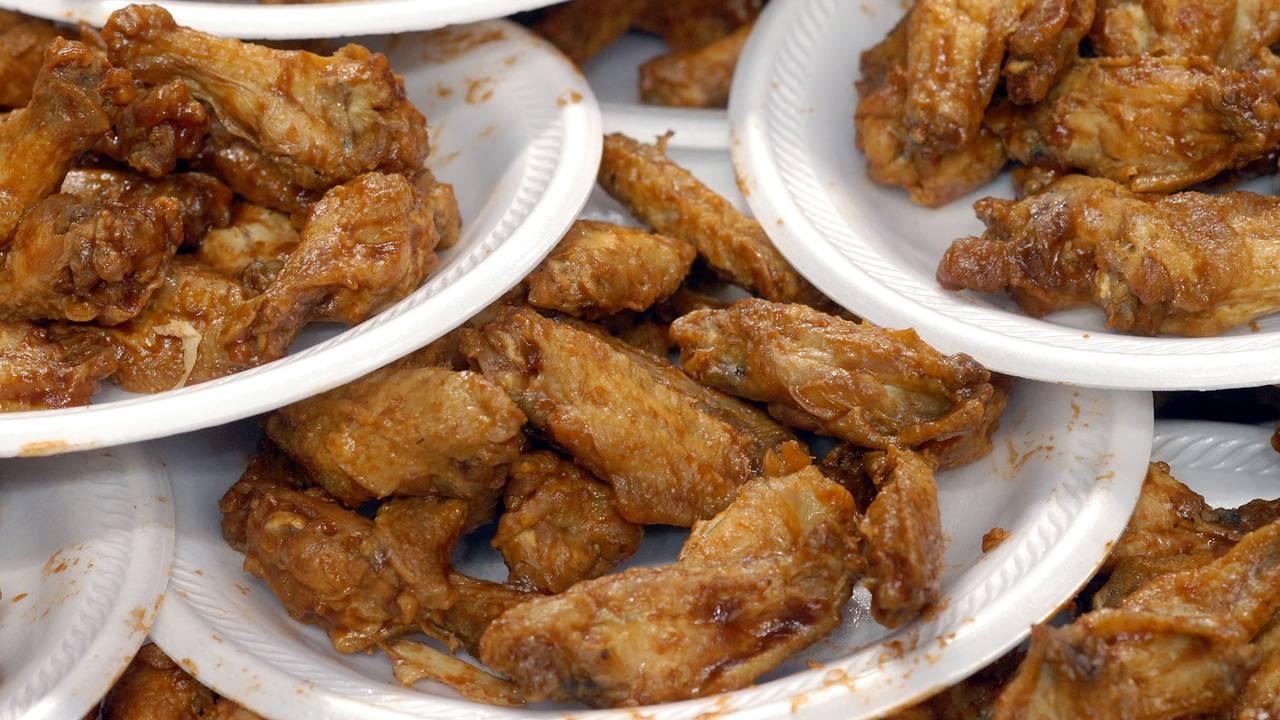Buffalo wings, chicken wings on plates06307537-75042528