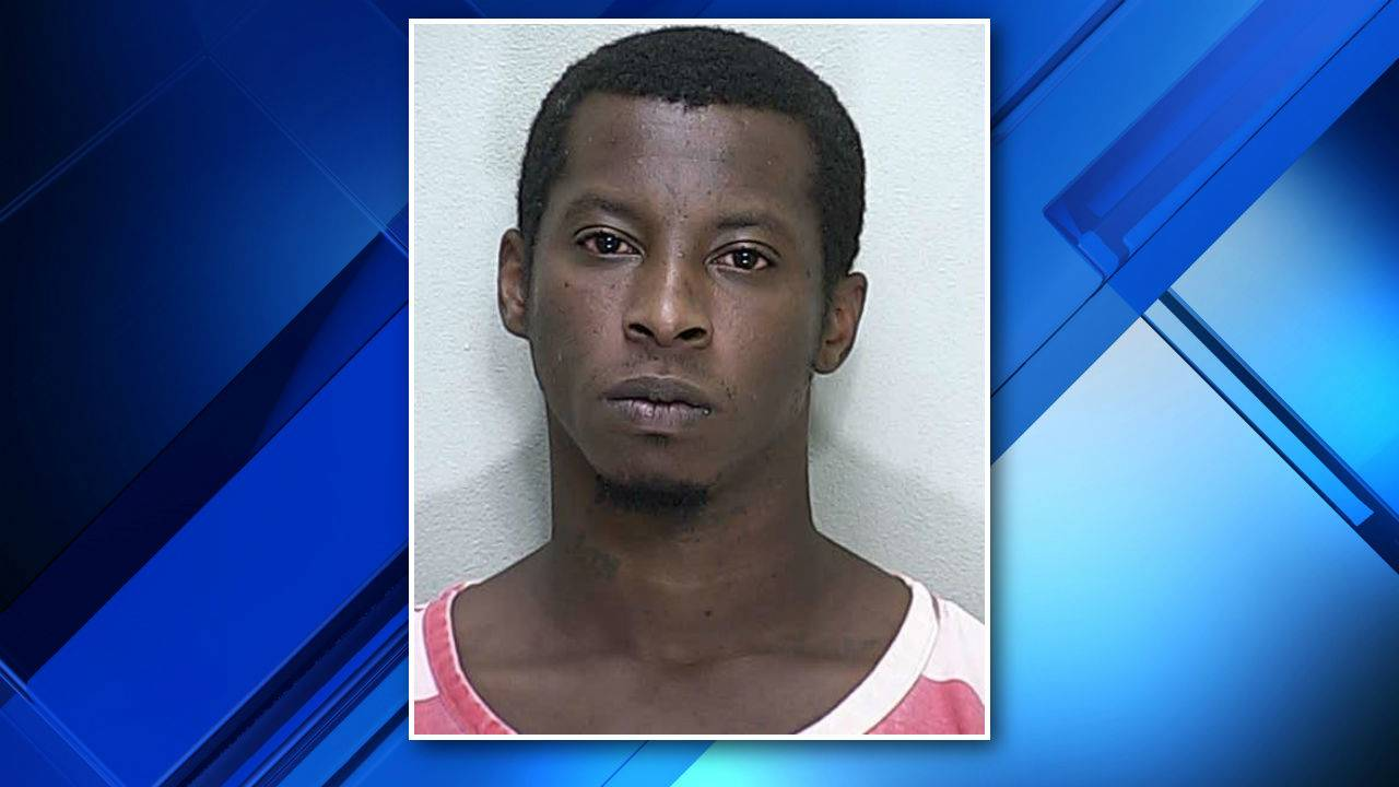 Naked man running through Florida Walmart parking lot arrested