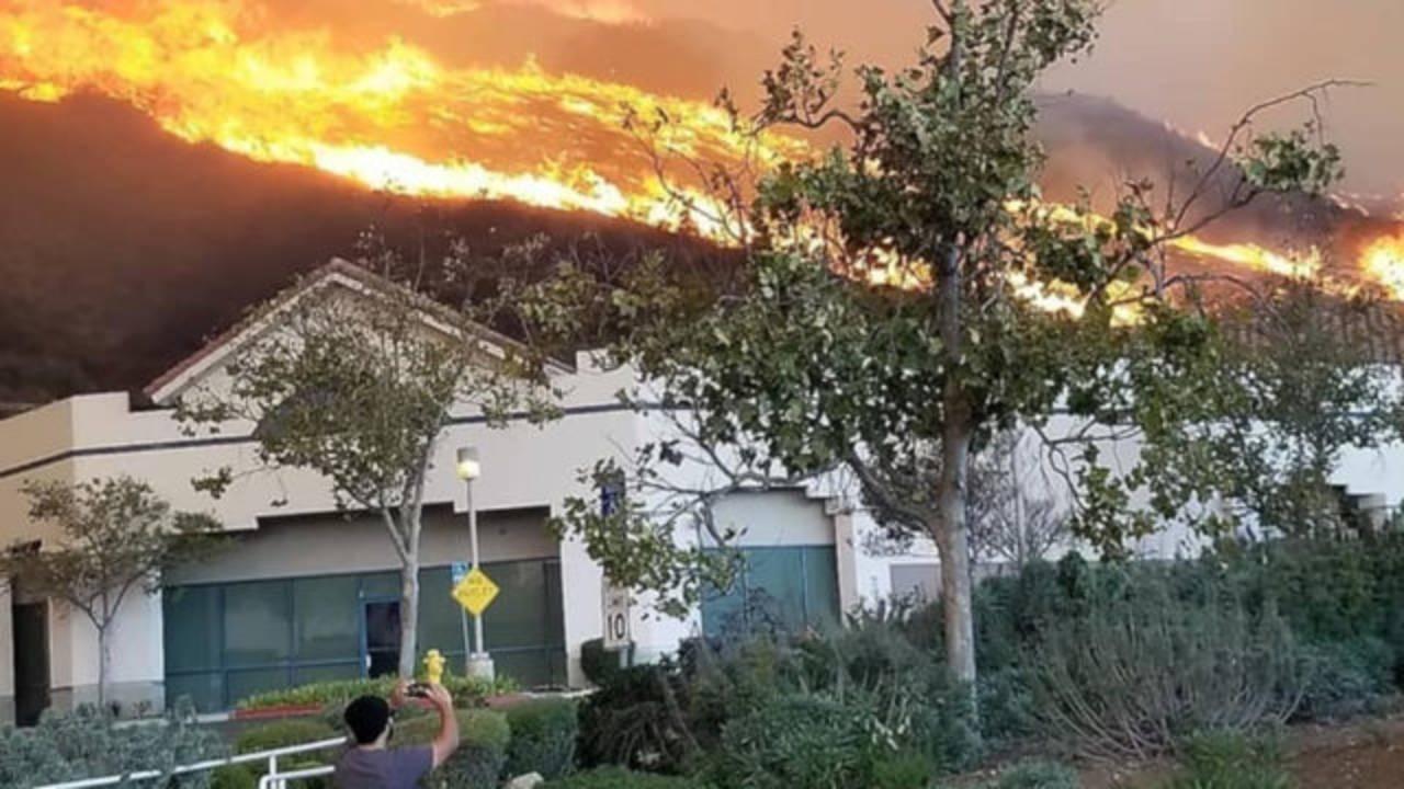 Hill Fire burning in Ventura County hills_1541743378448.JPG-75042528.jpg70533591