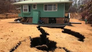 Gigantic cracks in Hawaii threaten to swallow home
