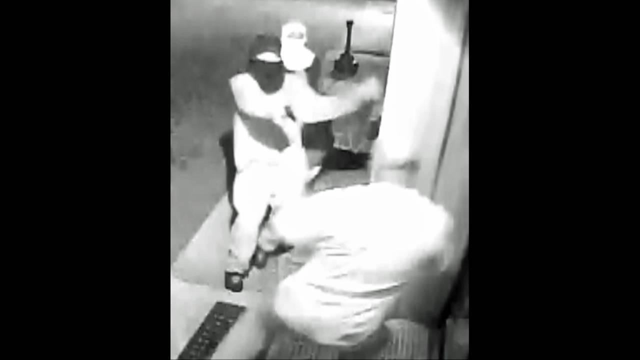 Men in online dating shooting, robbery_25153052