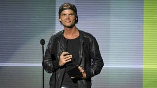 Nightclubs pay tribute to Avicii after his death in Oman at 28