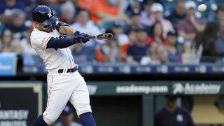 Altuve homers twice as Astros sweep Yankees for first time ever