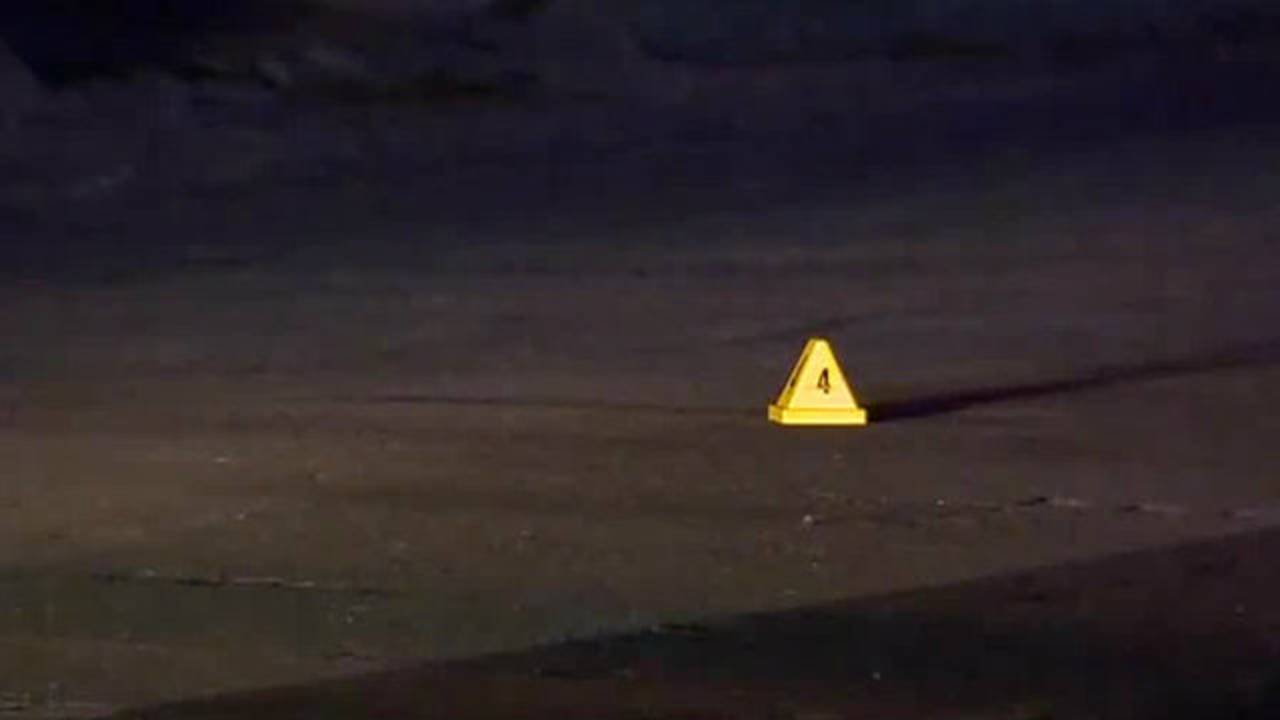 officers shot Detroit lesure street_1492424413073.jpg