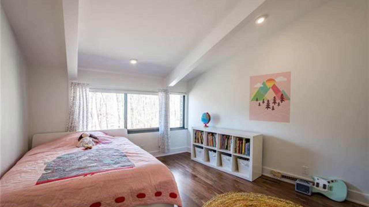 700 Spring Valley Rd bedroom