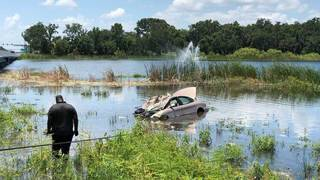 Driver suffering from medical episode crashes into lake, Ocoee police say