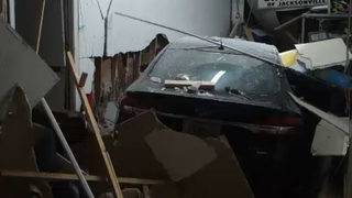 Police: Drunk driver smashes into vacuum repair shop in Murray Hill