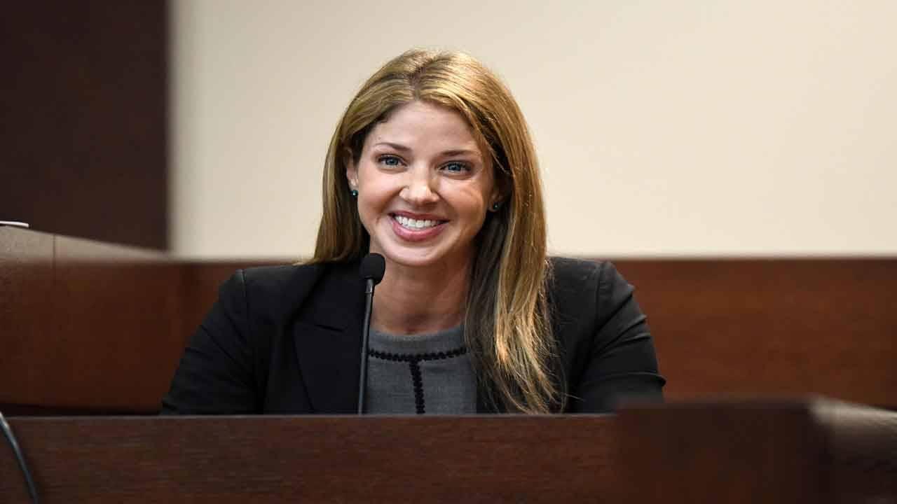 Wendi Adelson smiles during FSU professor Daniel Markel murder trial