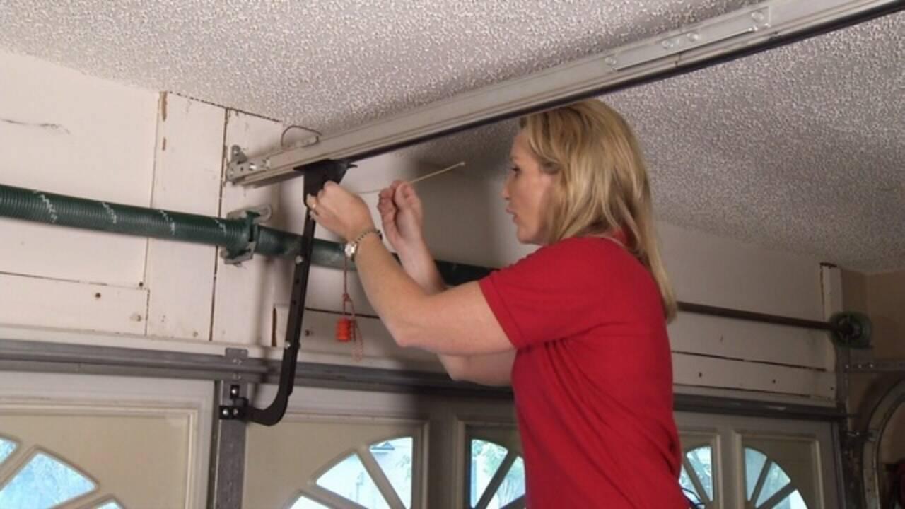 Jen-on-ladder-with-zip-tie.jpg_25819280