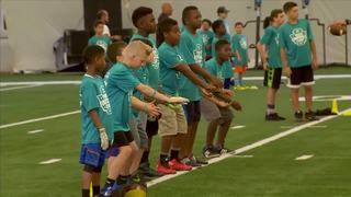 Miami Dolphins players join Hyundai Youth Football camp