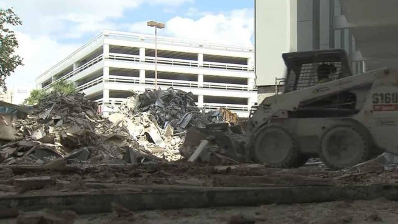 Fashion Mall demolition in 2016