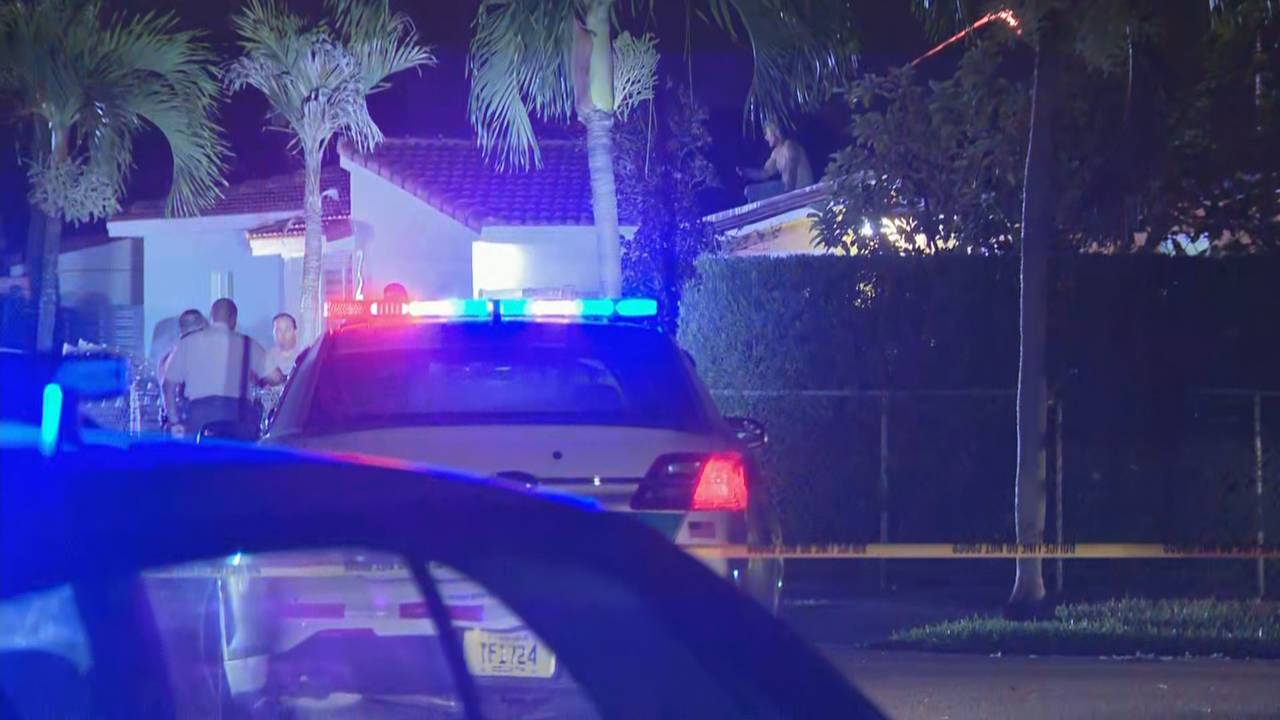 Man on roof of southwest Miami-Dade home while police try to coax him off