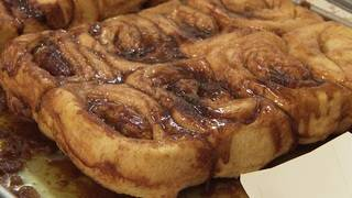 Long-running cinnamon roll shop at Houston Rodeo dishes secrets to success